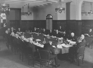 Reunión del Consejo de Administración no oficial por primera vez en Basilea, abril de 1930